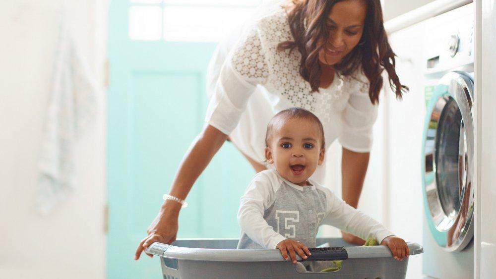 Comment se préparer à laver les vêtements de votre bébé?